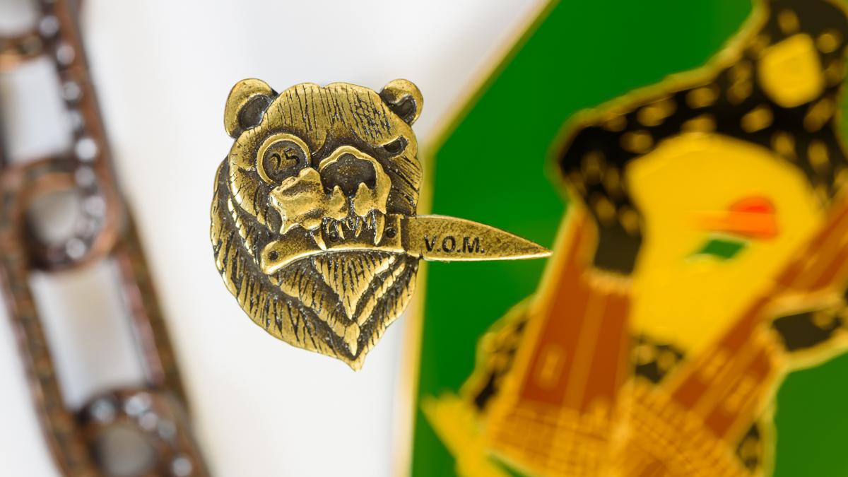 La spilla commemorativa dei 25 anni del V.O.M.